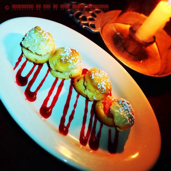 Hot Smithfield Ham Biscuits - Gadsby's Tavern, Alexandria, VA