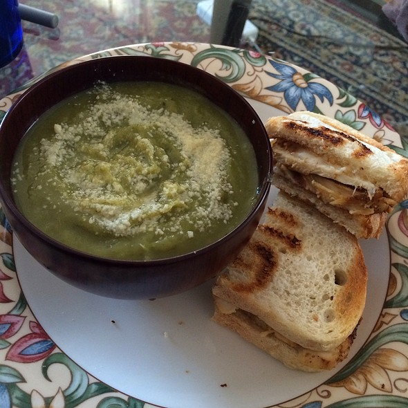 Cream Of Broccoli Soup And Chicken Sandwich @ Home