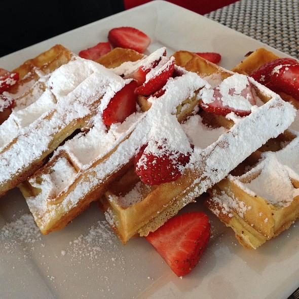 Vanilla Bean Waffle @ Paris Bistro
