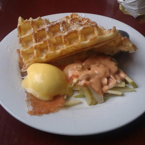 Waffles Benjamin @ Le Petit Dejeuner