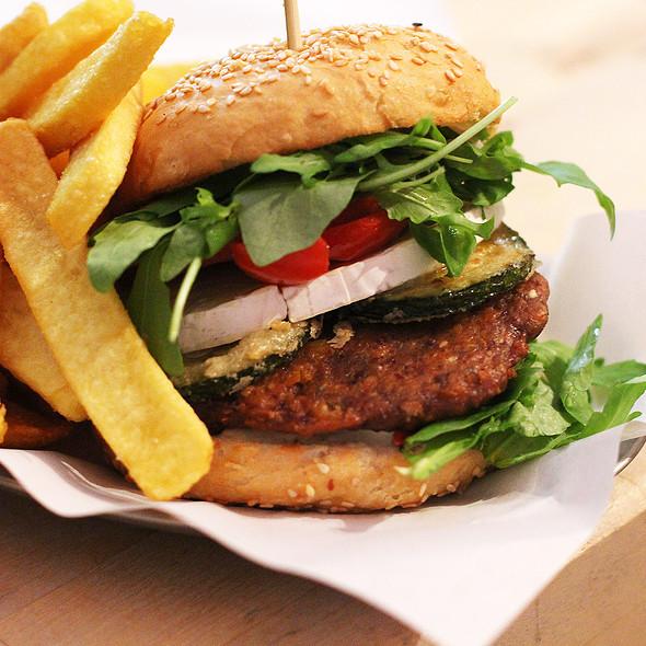 Veggie Burger @ Schiller Burger