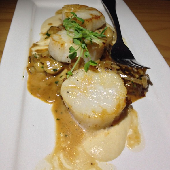 Seared Sea Scallops With Parsnip Purée & Wild Mushrooms - Tango Bistro, Calgary, AB