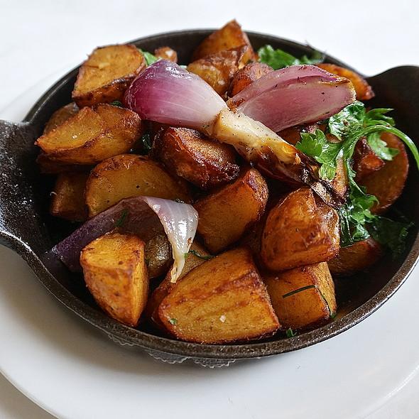 Pommes lyonnaise, roasted potatoes, onions (breakfast, brunch, side dishe) - Mistral - Boston, Boston, MA