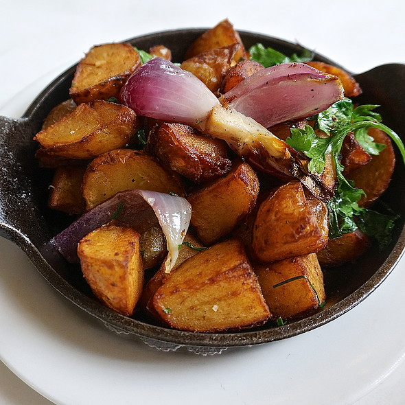 Pommes lyonnaise, roasted potatoes, onions (breakfast, brunch, side dishe)
