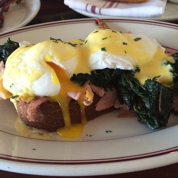 Ham & Eggs Benedict @ Presidio Social Club