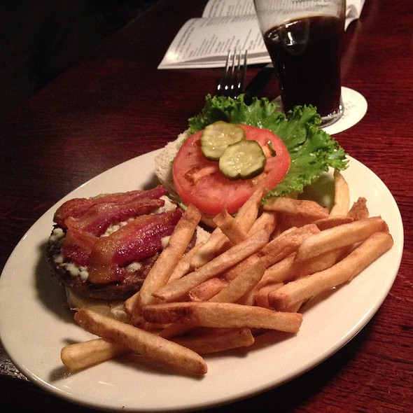 bacon and bleu cheese burger - Upstream Brewing Company - Old Market, Omaha, NE