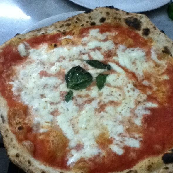 Pizza Margherita Doppio Mozzarella @ Pizzeria Da Michele, Naples, Italy