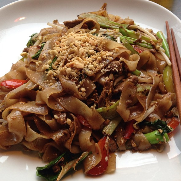 Fried Flat Noodles With Beef @ AsiaWay