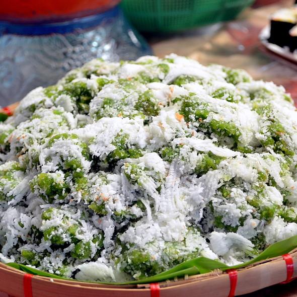 Kalamay na Pinipig (Sweet Rice-based delicacy) @ Cooking at Home