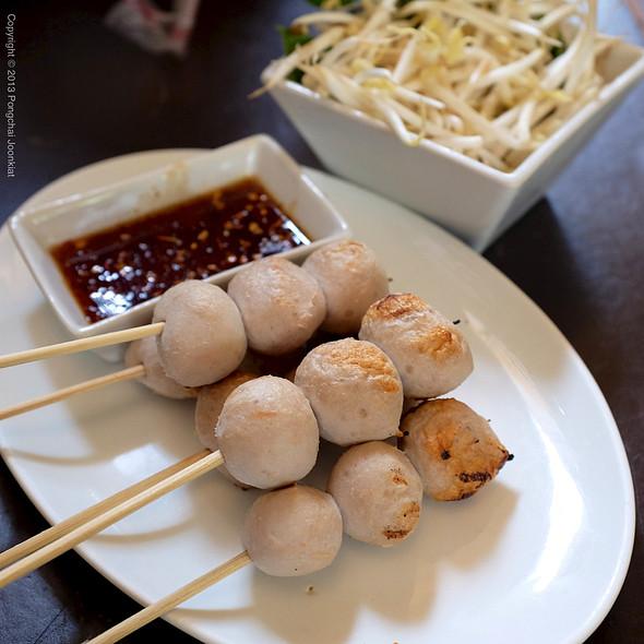 ลูกชิ้นปิ้ง | BBQ Skewered Meat Balls