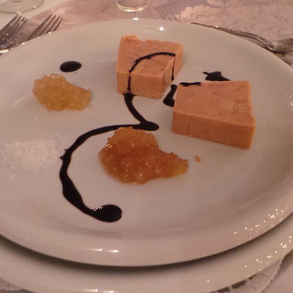 Foie gras terrine, Mango Chutney, Onion Chutney