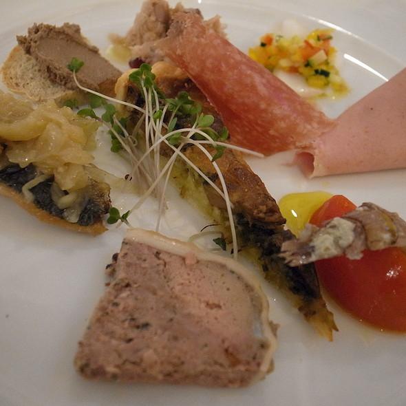 前菜の盛り合わせ @ サポーレ イタリアーノ オンブラ