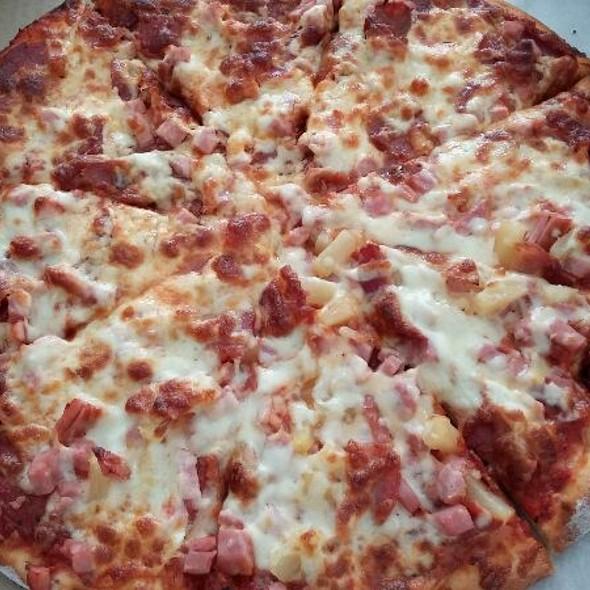 Hawaiian pizza @ Mountain Shores Pizza