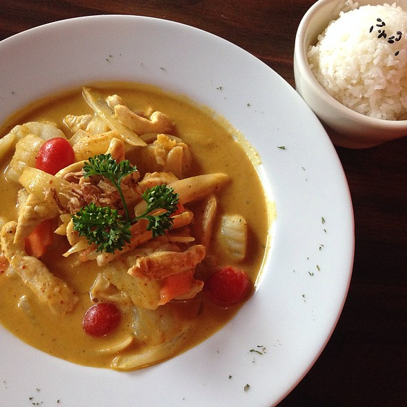 Yellow Curry With Chicken @ Si Lom