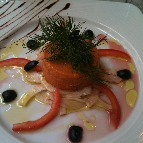Bavarois De Tomates mures au chevre frais sur julienne de fenouil a L huile d'olive