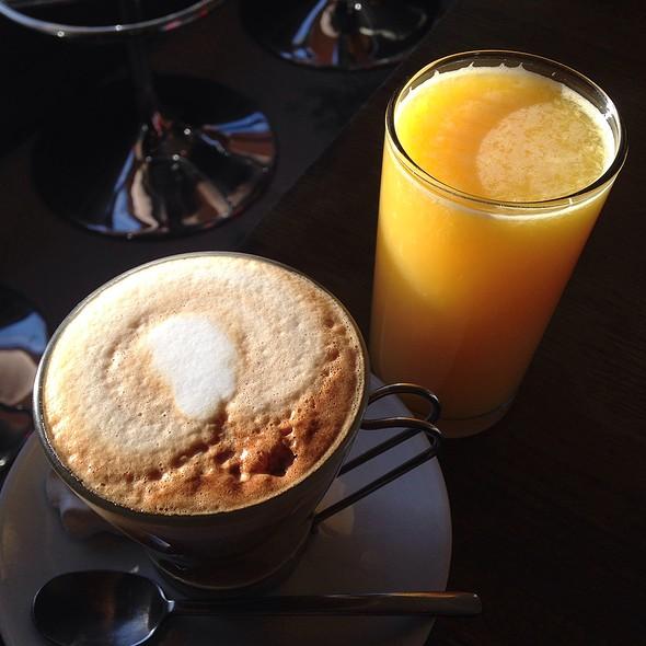 Cappuccino & O-Juice @ Mange Tout