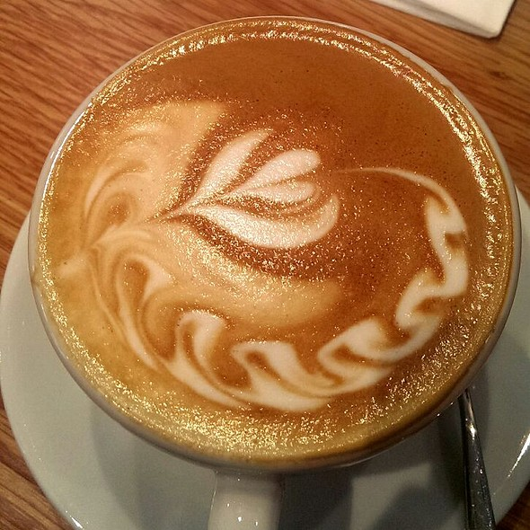 Flat White Coffee @ Caracoli
