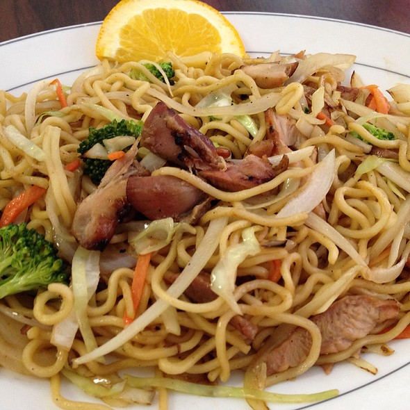 Chicken Chow Mein With Soft Noodles at Jin Wah Restaurant