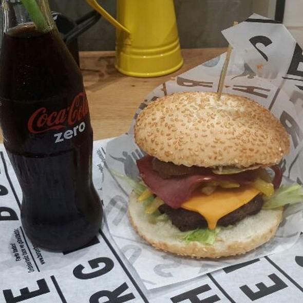 Hamburger @ Burger House Capitol