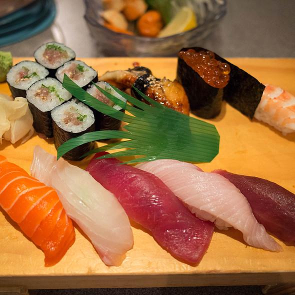 Deluxe Nigiri Sushi @ Akane Japanese Restaurant