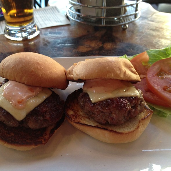 Fifty-Fifty Sliders @ Dust Bowl Taproom