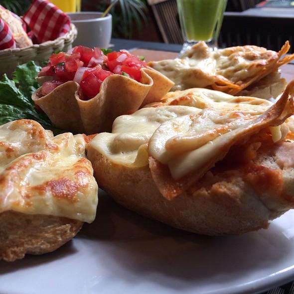 Molletes Con Chilaquiles @ Café Providencia