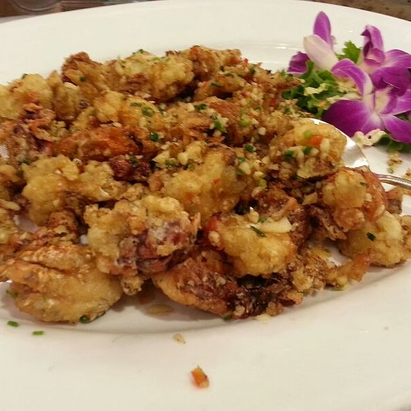 Deep Fried Soft Shell Crab with Garlic @ Shangarila Restaurant