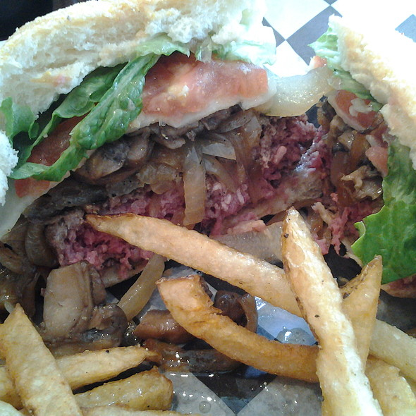 Cheeseburger with Grilled Mushrooms and Onions @ Gilbert's 17th Street Grill