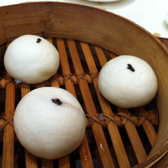 Black Sesame Steamed Bun (芝麻大包, Zhīma Dà Bāo) @ Din Tai Fung, Hong Kong