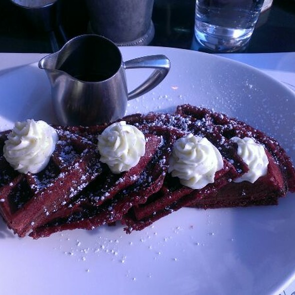 Red Velvet Waffles @ Come Ça