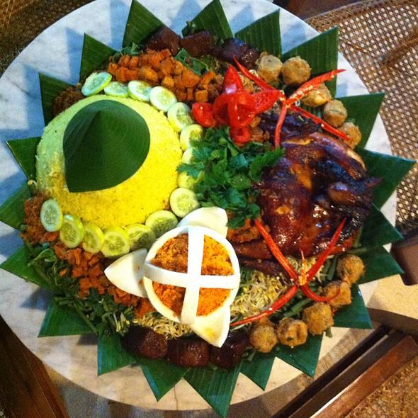 Nasi Tumpeng Kuning Jingkrak