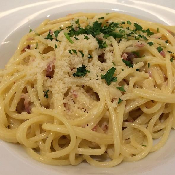 Spaghetti Carbonara @ Pizzabar