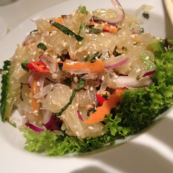 Pomelo Salad With Cucumber And Carrot