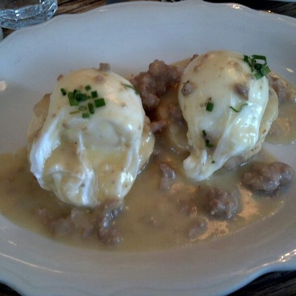 Biscuits and Gravy @ Peels