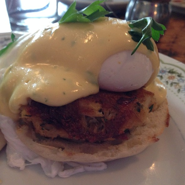 Crabcake Benedict  @ The Hart and the Hunter