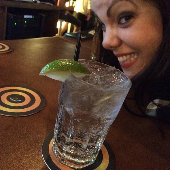 gin and tonic @ Dubliner Irish Pub