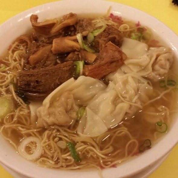 Beef Brisket and Wonton Dry Egg Noodles @ Hon's Wun-Tun House