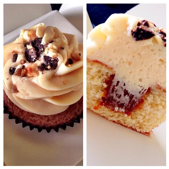 Salted Caramel Cupcake @ Peggy Porschen Cakes