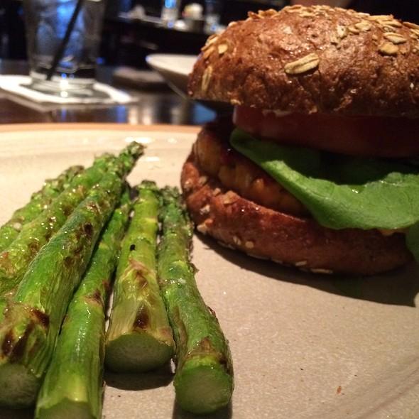 Salmon burger @ Sfuzzi Las Colinas