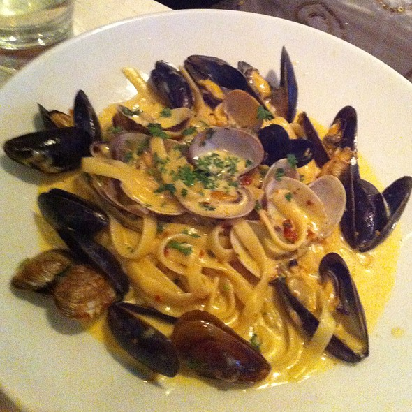 Mussel And Clam Pasta @ Max's Opera Cafe