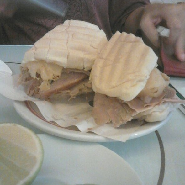 Sanduíche de Pernil com Abacaxi @ Cervantes