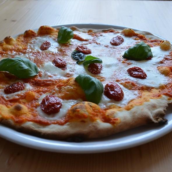 Pizza VIVA L'ITALIA  @ Pizzeria Locanda alla Stella S.a.s.