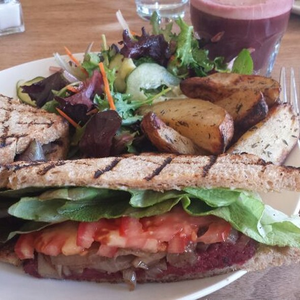 The plant burger @ The Plant Cafe Organic - Burlingame