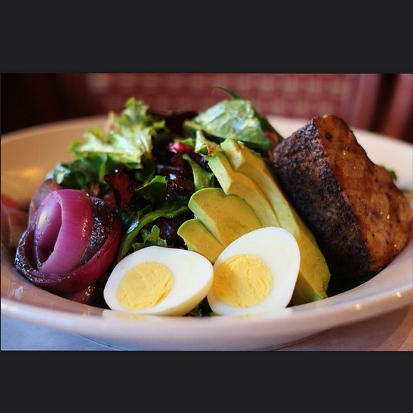 Salad Nicoise. The Front. - Leunig's Bistro, Burlington, VT