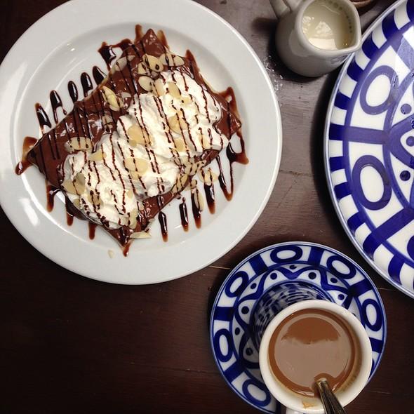 Le Magnifique! @ Café Breton