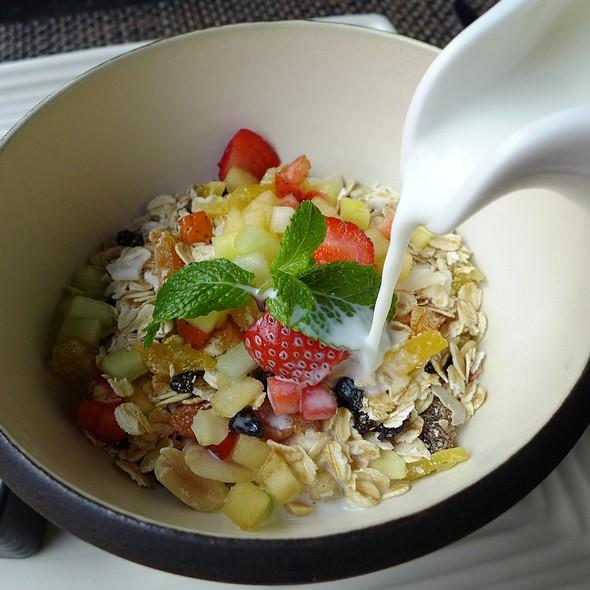 Muesli with Fruit and Milk