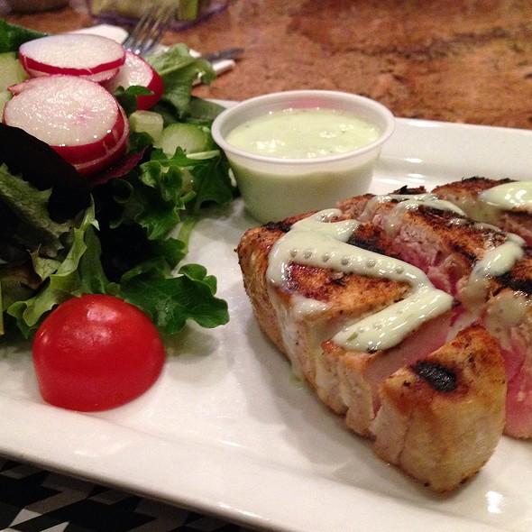 Ahi Tuna Salad With Wasabi Vinegarette - The Houndstooth Pub, New York, NY