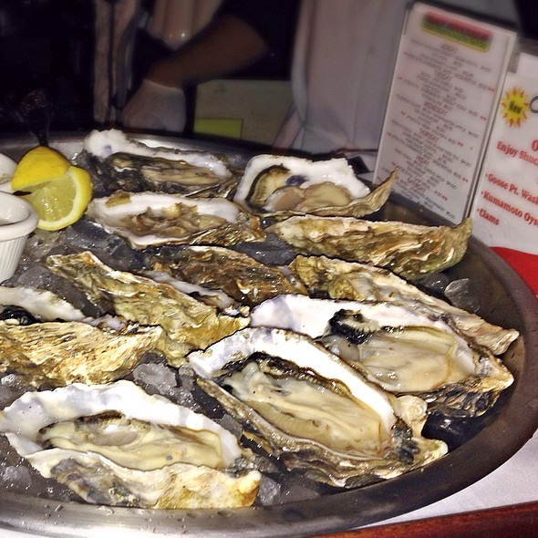 Goose Point Oysters @ Chart House Honolulu Lounge
