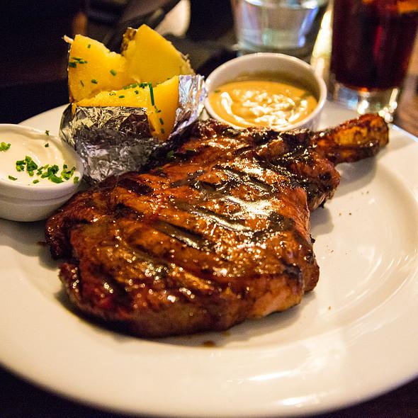 Prime Rib @ Hurricane's Grill & Bar