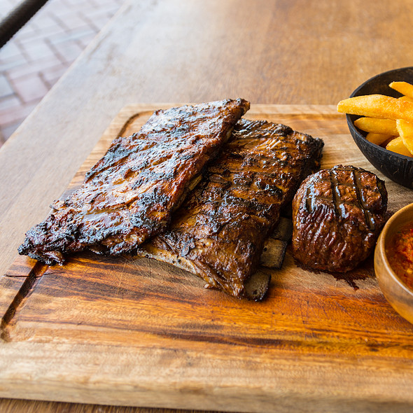 Lamb Ribs and Steak @ The Meat & Wine Co. Darling Harbour